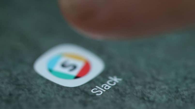 Cómo funciona Slack y cuáles son sus beneficios y funciones: mensajería empresarial