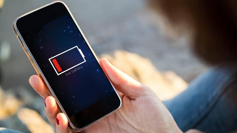 ¿Cuánto dura una batería móvil en función de sus miliamperios?