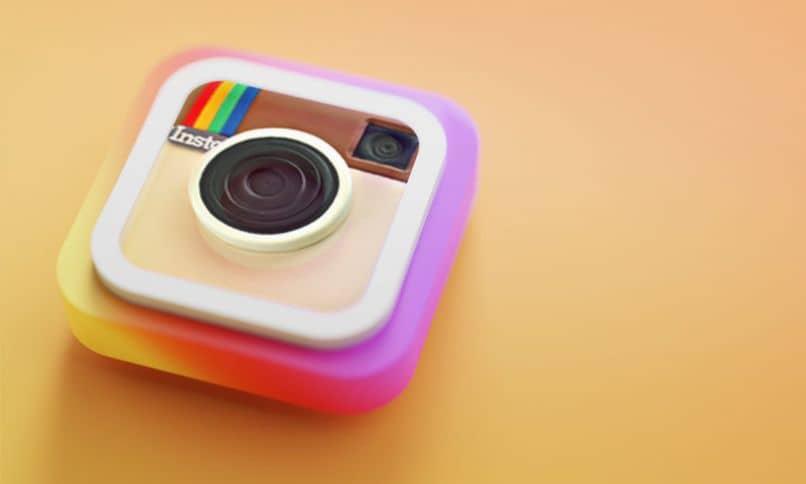 ¿Por qué las historias de Instagram son verdes, moradas o coloridas?  – solución