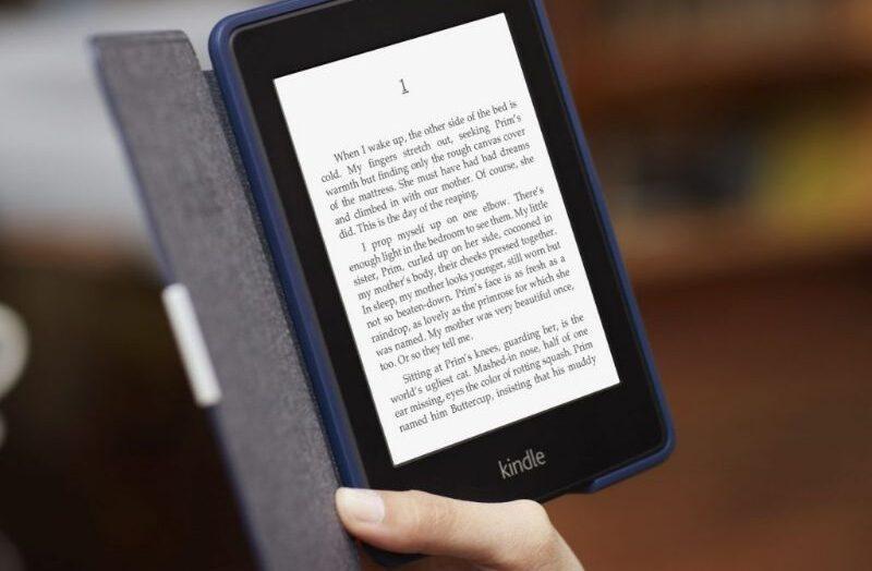Cómo cambiar la orientación o rotar la pantalla al leer en un Kindle