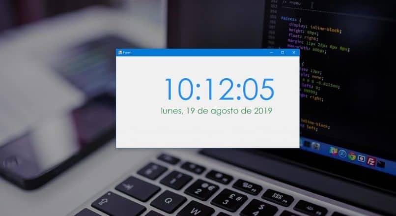 Cómo mostrar y mostrar segundos en el reloj de Windows 10: rápido y fácil