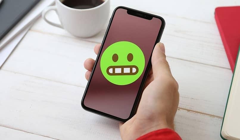 Cómo cambiar el color de todos los emojis en el estado de WhatsApp: rápido y fácil