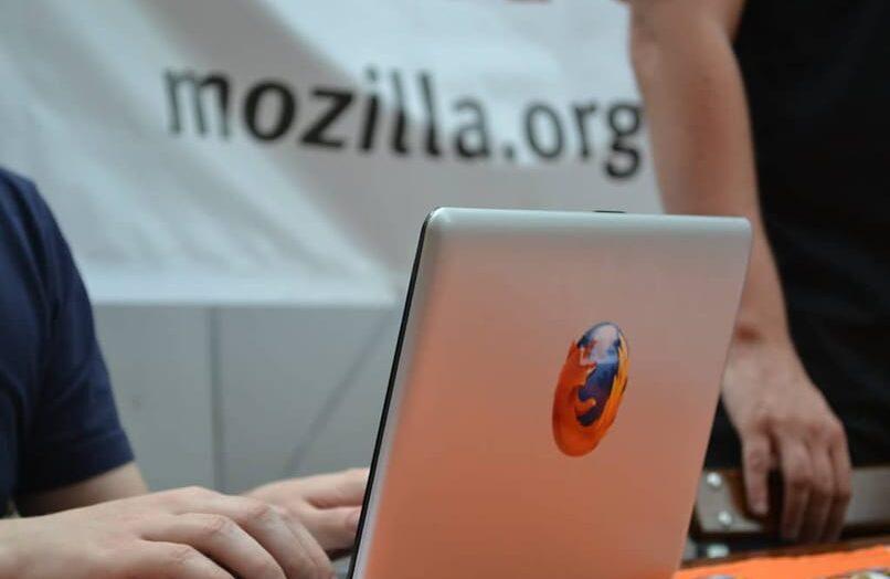 Cómo configurar Firefox para abrir o lanzar páginas web en uno o más contenedores