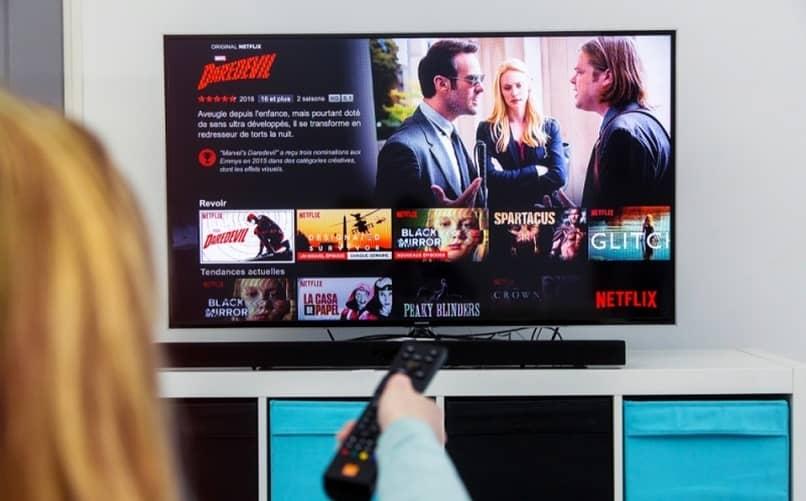 Cómo ver Netflix en un televisor no compatible con la aplicación porque no es SmartTV