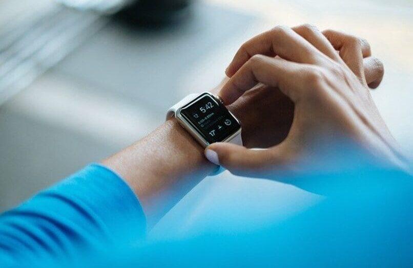 Cómo quitar, cambiar y ajustar la correa del reloj inteligente T500 – fácilmente