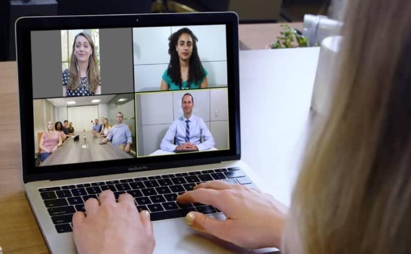 Cómo acercar la cámara de mi móvil para reuniones y clases – guía del usuario