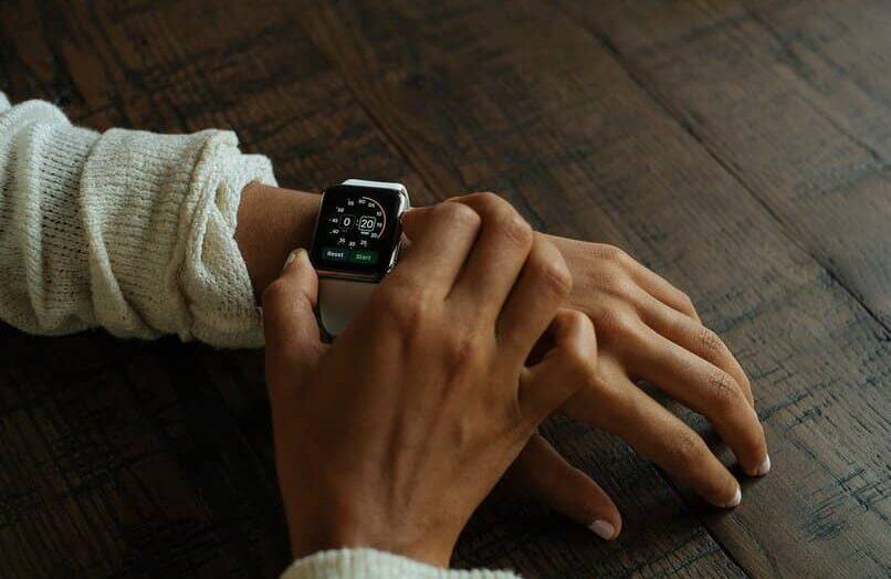 ¿Por qué mi reloj inteligente T500 no vibra con las notificaciones?  – Causas y soluciones
