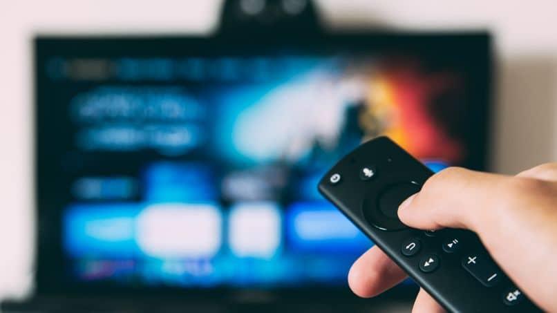 Solución: «Mi televisor se enciende o se enciende solo sin presionar el botón de control» ¿Por qué se enciende solo?